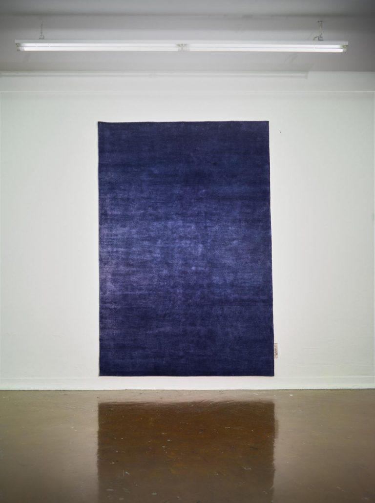Carpt handgefertigter Teppich Glossy Linen Midnight Blue